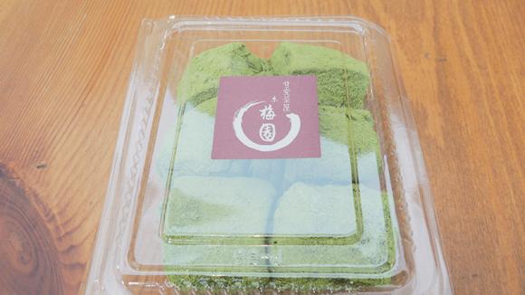 Green tea powdered mochi