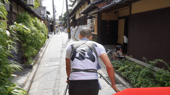 Going through Kyoto's elegant townscape on a rickshaw.