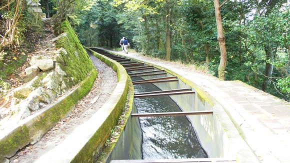 Walk by Suiro-kaku aqueduct