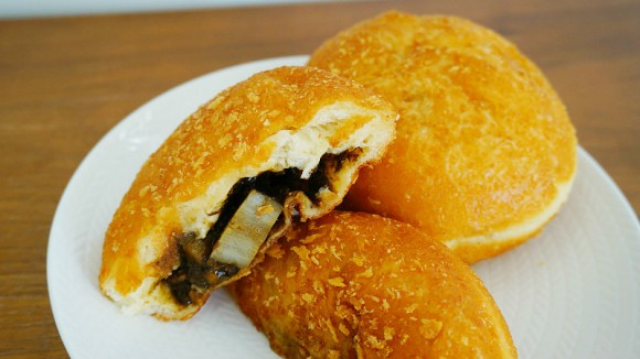 Fried Curry Bread with burdock and cattle streak