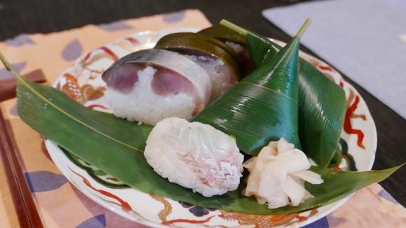 Sasamaki sushi and saba sushi set