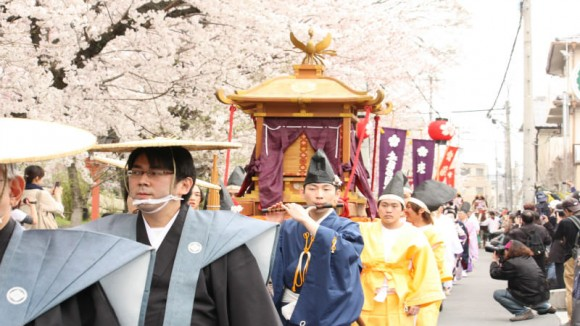 The procession of the portable shrine