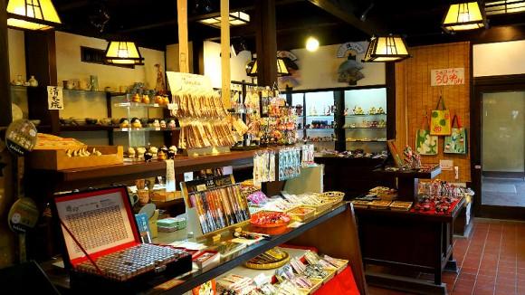 Interior Photo 1 Yamanaka Gato
