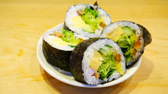 Big rolled Sushi (Futomaki)