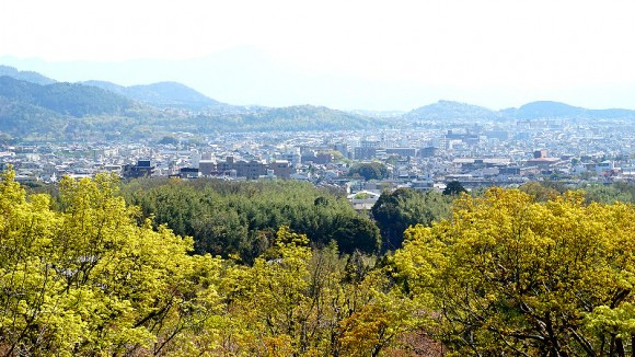 Look over the cityscape of Kyoto at Gekko