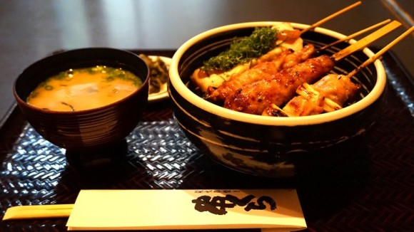 Bowl of rice topped with skewered chicken (with Miso soup)