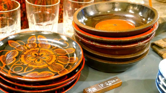 Charming wooden plates with exotic patterns